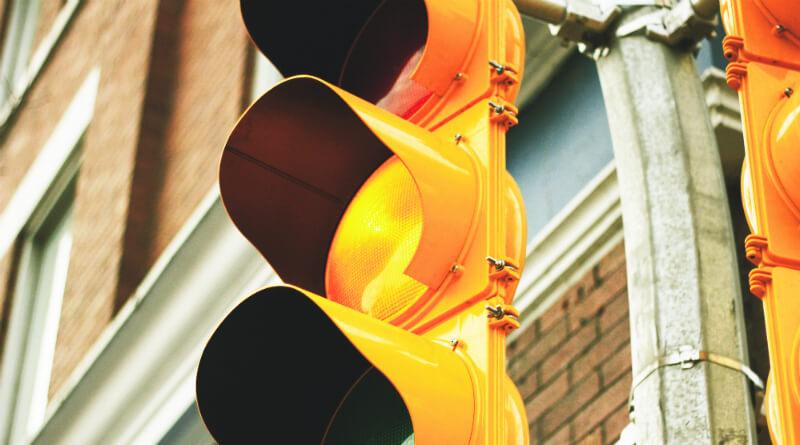 Der er skiftet til gult på aktiemarkederne