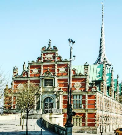 Den gamle børsbygning i København. Her Købte man aktier indtil 1974